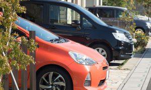 導致汽車變質?露天停車對汽車的影響及對策。