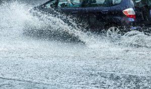 遇到突發暴雨! 開車時要注意些什麼?