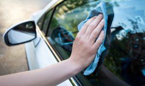 車窗玻璃內外都有不同的污漬嗎? 清潔要領和注意事項
